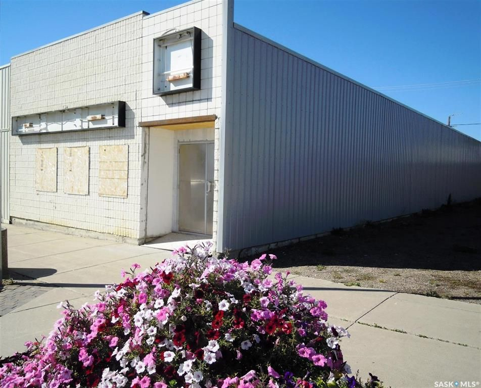 Main Photo: 201 203 Centre Street in Meadow Lake: Commercial for sale : MLS®# SK845663