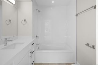 Photo 17: 2706 Graham St in Victoria: Vi Hillside Row/Townhouse for sale : MLS®# 884555