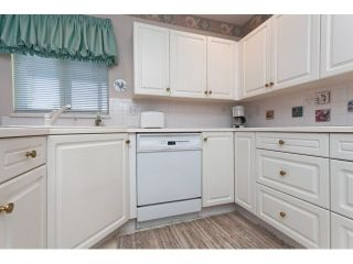 """Photo 5: 167 13888 70 Avenue in Surrey: East Newton Townhouse for sale in """"Chelsea Gardens"""" : MLS®# R2000018"""