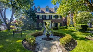 Main Photo: 11 Dewbourne Avenue in Toronto: Forest Hill South House (3-Storey) for sale (Toronto C03)  : MLS®# C5377385