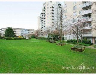 """Photo 9: 804 3455 ASCOT Place in Vancouver: Collingwood VE Condo for sale in """"QUEEN'S COURT"""" (Vancouver East)  : MLS®# V760161"""