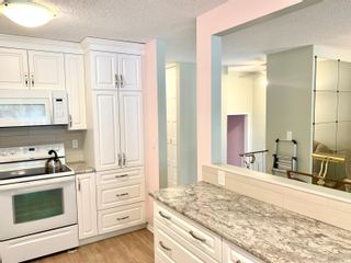 Photo 5: 10666 BEAUMARIS Road NW in Edmonton: Zone 27 Townhouse for sale : MLS®# E4262473