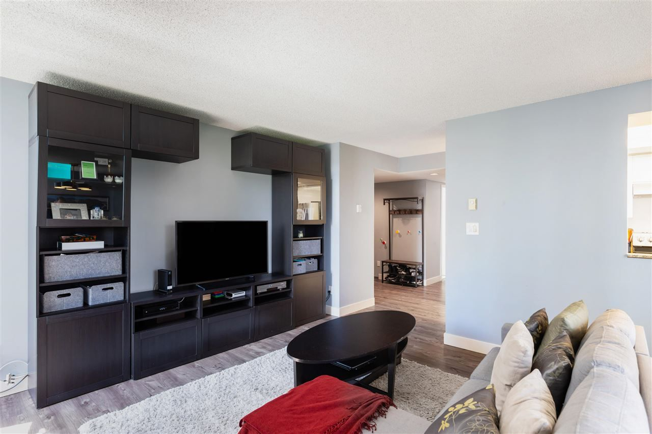 """Photo 4: Photos: 901 867 HAMILTON Street in Vancouver: Downtown VW Condo for sale in """"Jardine's Lookout"""" (Vancouver West)  : MLS®# R2588000"""