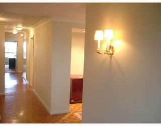 """Photo 5: 701 2150 W 40TH Avenue in Vancouver: Kerrisdale Condo for sale in """"THE WEDGEWOOD"""" (Vancouver West)  : MLS®# V673572"""
