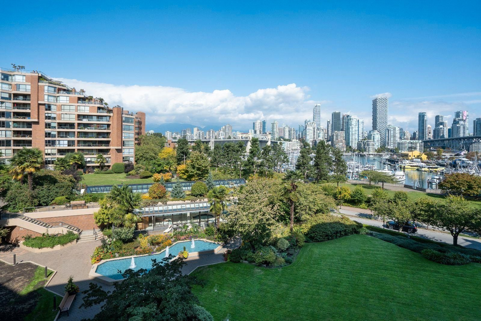 """Main Photo: 405 1490 PENNYFARTHING Drive in Vancouver: False Creek Condo for sale in """"Harbour Cove"""" (Vancouver West)  : MLS®# R2615809"""