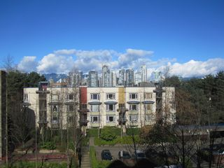 """Photo 9: 25 1345 W 4TH Avenue in Vancouver: False Creek Townhouse for sale in """"GRANVILLE ISLAND VILLAGE"""" (Vancouver West)  : MLS®# V994255"""