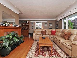 Photo 3: 2041 Allenby St in VICTORIA: OB Henderson House for sale (Oak Bay)  : MLS®# 615714