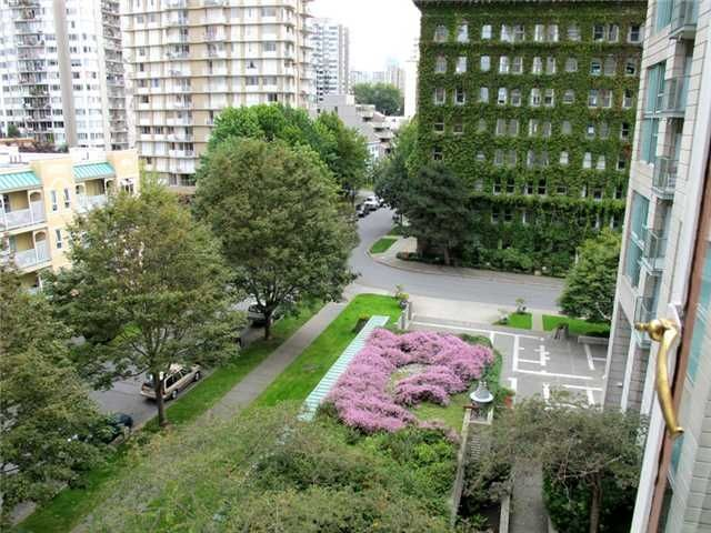 """Photo 1: Photos: 505 1949 Beach Avenue in Vancouver: West End VW Condo for sale in """"Beach Town House Apartments Ltd"""" ()  : MLS®# V848327"""