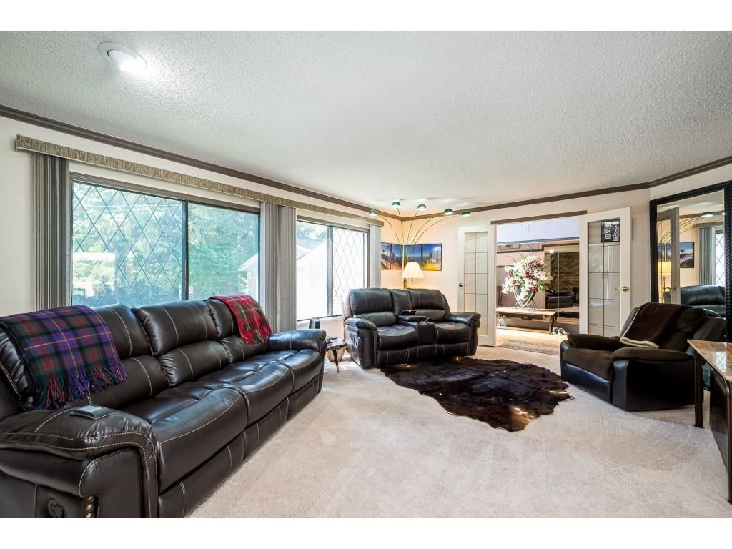Photo 5: Photos: 26019 58 Avenue in Langley: County Line Glen Valley House for sale : MLS®# R2599684