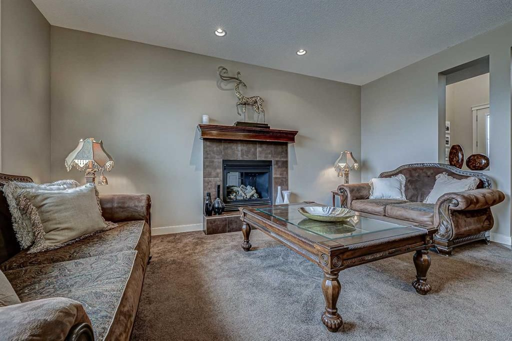 Photo 12: Photos: 200 EVERBROOK Drive SW in Calgary: Evergreen Detached for sale : MLS®# A1102109