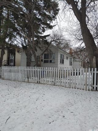 Photo 1: 201 Dunlop Street in Saskatoon: Forest Grove Residential for sale : MLS®# SK850113