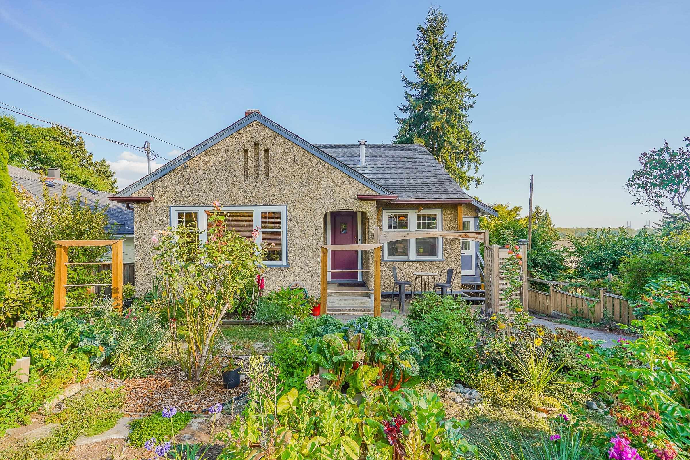 """Main Photo: 1516 NANAIMO Street in New Westminster: West End NW House for sale in """"West End"""" : MLS®# R2612167"""