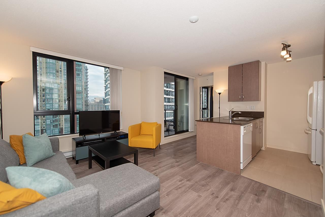 "Main Photo: 1902 977 MAINLAND Street in Vancouver: Yaletown Condo for sale in ""YALETOWN PARK 3"" (Vancouver West)  : MLS®# R2535669"