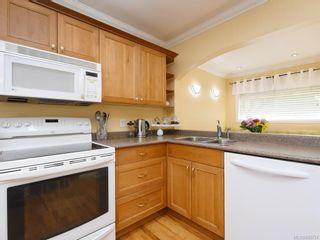 Photo 3: 3160 Aldridge St in : SE Camosun House for sale (Saanich East)  : MLS®# 845731