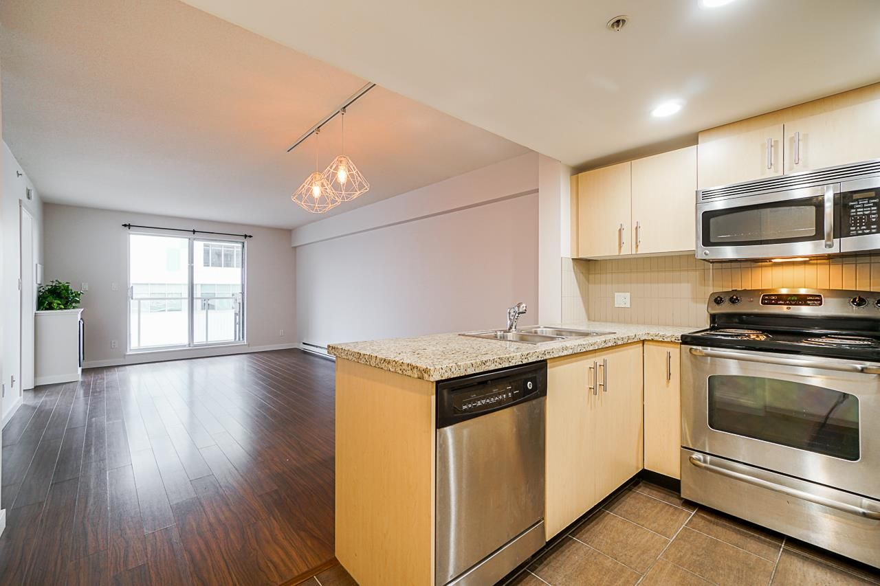 "Main Photo: 202 200 KEARY Street in New Westminster: Sapperton Condo for sale in ""THE ANVIL"" : MLS®# R2531257"