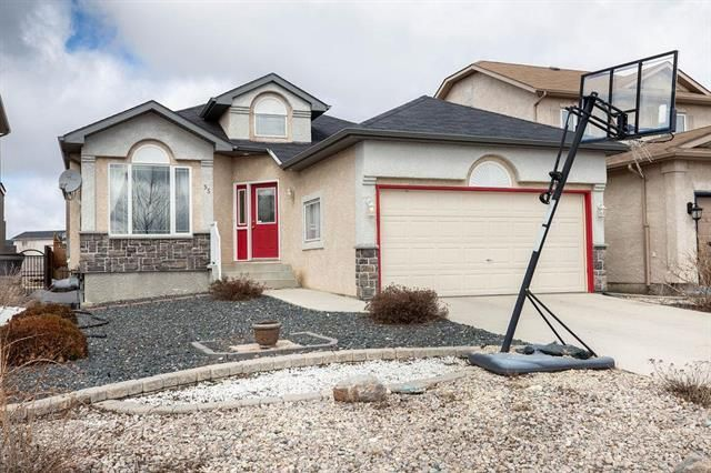 FEATURED LISTING: 35 Nordstrom Drive Winnipeg