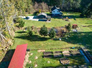 Photo 4: 1215 CHASTER Road in Gibsons: Gibsons & Area House for sale (Sunshine Coast)  : MLS®# R2541518