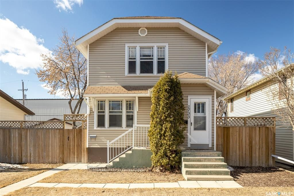 Main Photo: 1733 1st Avenue North in Saskatoon: Kelsey/Woodlawn Residential for sale : MLS®# SK847101