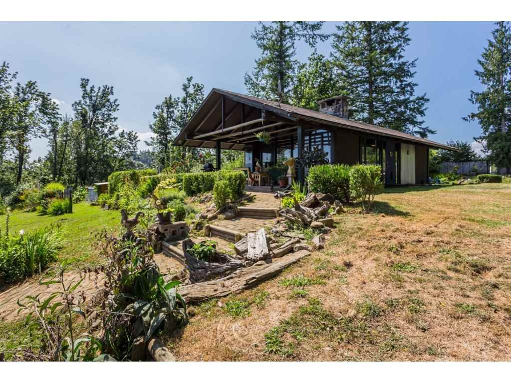 Main Photo: 8895 DRAPER Street in Mission: Hatzic House for sale : MLS®# R2396705