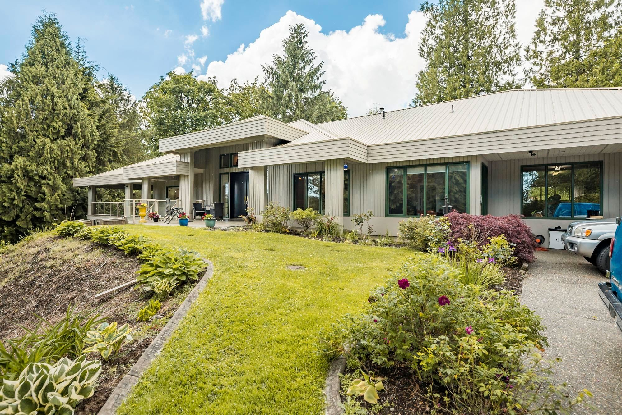 Main Photo: 17077 92 Avenue in Surrey: Fleetwood Tynehead House for sale : MLS®# R2618858