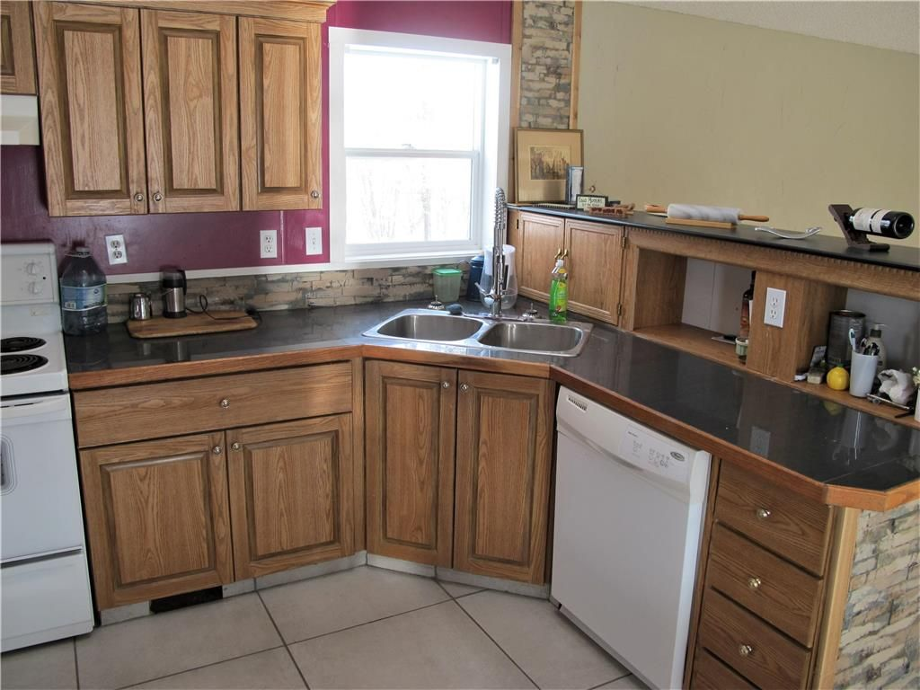 Photo 13: Photos: : St Laurent Residential for sale (R19)  : MLS®# 1905086