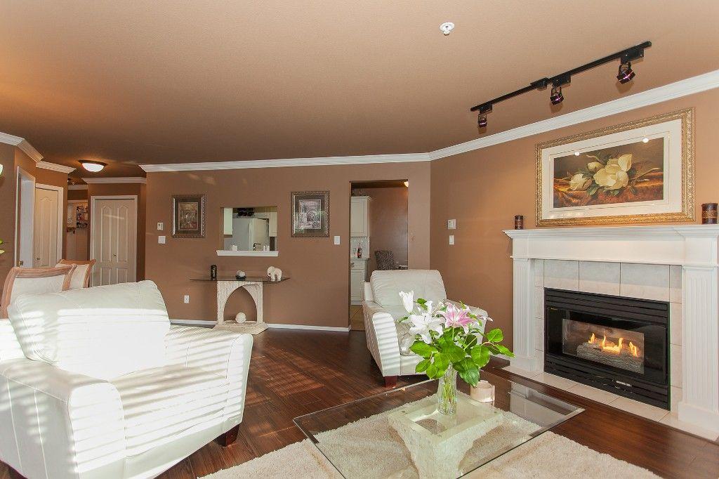 "Photo 5: Photos: 110 20200 54A Avenue in Langley: Langley City Condo for sale in ""MONTEREY GRANDE"" : MLS®# R2219165"