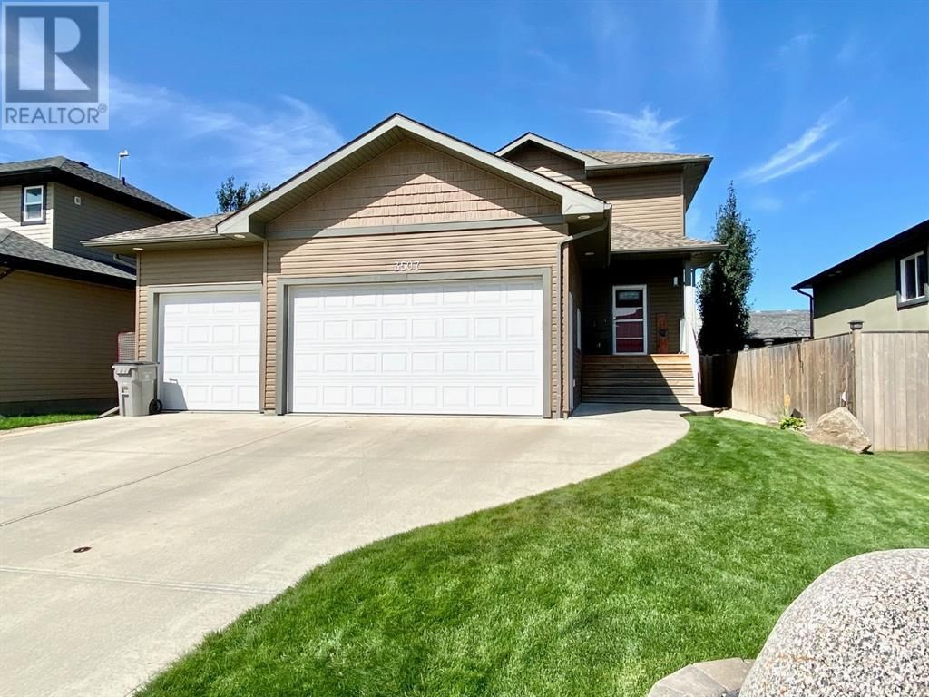 Main Photo: 3507 55 AVE in Whitecourt: House for sale : MLS®# A1087862
