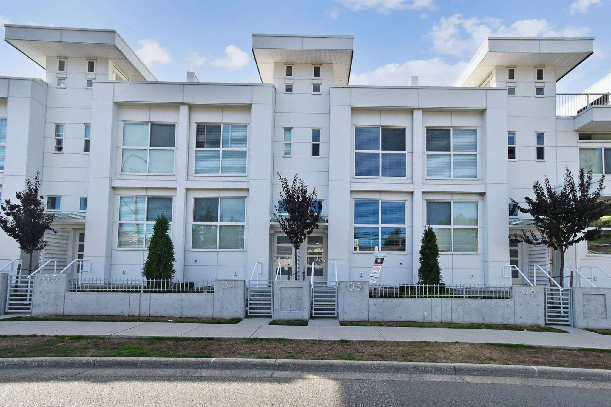 """Main Photo: 5 2505 WARE Street in Abbotsford: Central Abbotsford Townhouse for sale in """"Mill District"""" : MLS®# R2620668"""
