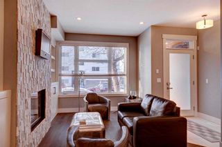 Photo 2: 604 2 Street NE in Calgary: Crescent Heights House for sale : MLS®# C4144534