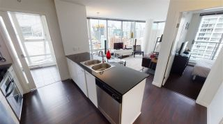 """Photo 2: 2203 111 W GEORGIA Street in Vancouver: Downtown VW Condo for sale in """"SPECTRUM ONE"""" (Vancouver West)  : MLS®# R2591471"""