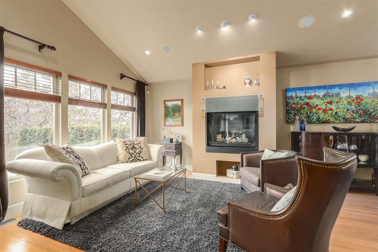 Photo 2: Photos: 4132 ETON STREET in Burnaby: Vancouver Heights House for sale (Burnaby North)  : MLS®# R2255110