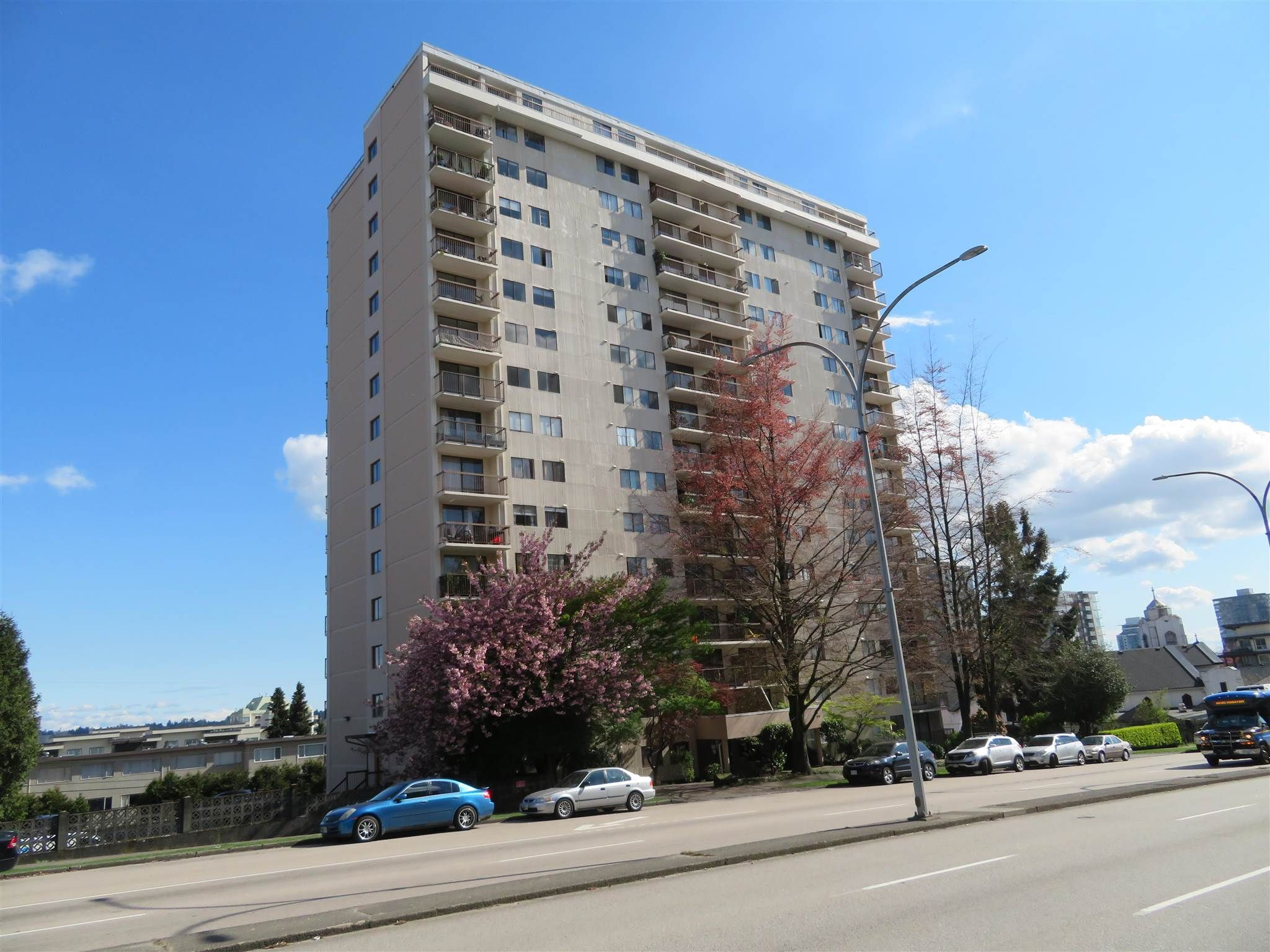 """Main Photo: 1607 320 ROYAL Avenue in New Westminster: Downtown NW Condo for sale in """"THE PEPPERTREE"""" : MLS®# R2573028"""