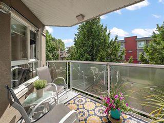 Photo 3: 305 2520 Wark St in Victoria: Vi Hillside Condo for sale : MLS®# 845266