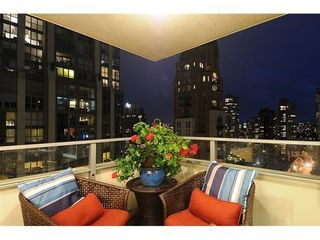 Photo 2: 2003 1225 RICHARDS Street in Vancouver West: Home for sale : MLS®# V976992