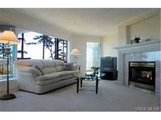 Photo 3: 303 940 Boulderwood Rise in VICTORIA: SE Broadmead Condo for sale (Saanich East)  : MLS®# 281040