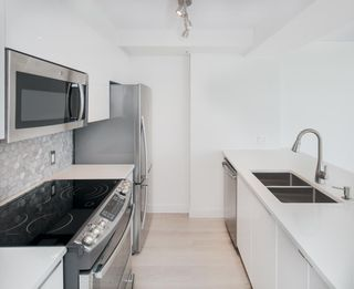 """Photo 12: 1903 1200 ALBERNI Street in Vancouver: West End VW Condo for sale in """"THE PACIFIC PALISADES"""" (Vancouver West)  : MLS®# R2211458"""