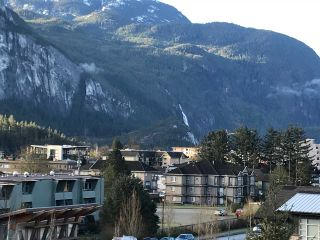 "Photo 10: 416 1211 VILLAGE GREEN Way in Squamish: Downtown SQ Condo for sale in ""Rockcliff"" : MLS®# R2359157"