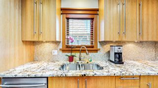 Photo 2: 2705 W 5TH Avenue in Vancouver: Kitsilano 1/2 Duplex for sale (Vancouver West)  : MLS®# R2497295