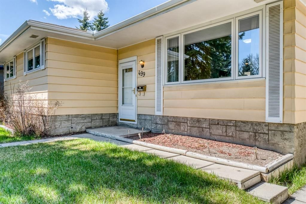 Photo 2: Photos: 499 Canterbury Drive SW in Calgary: Canyon Meadows Detached for sale : MLS®# A1107365