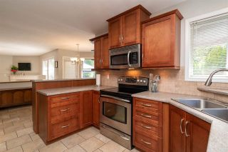 Photo 5: 8678 141 STREET in Surrey: Bear Creek Green Timbers House for sale : MLS®# R2387042