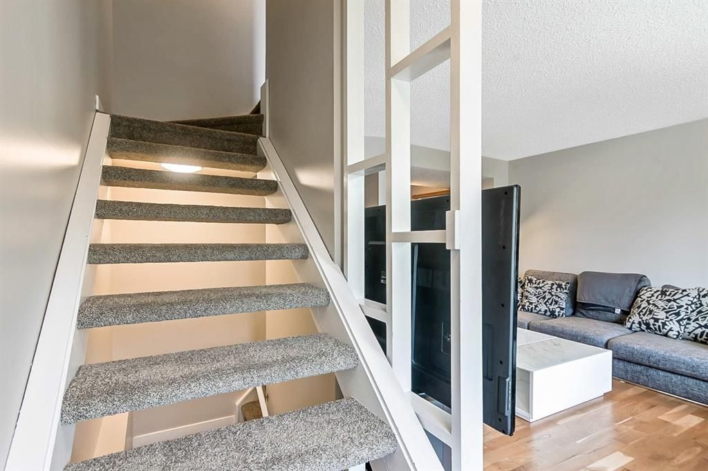 Photo 16: Photos: 2621C 1 Avenue NW in Calgary: West Hillhurst Row/Townhouse for sale : MLS®# A1111551