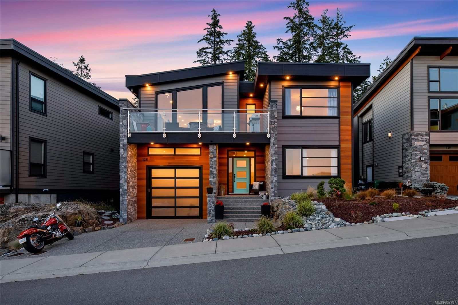 Main Photo: 128 Amphion Terr in : Na Departure Bay House for sale (Nanaimo)  : MLS®# 862787