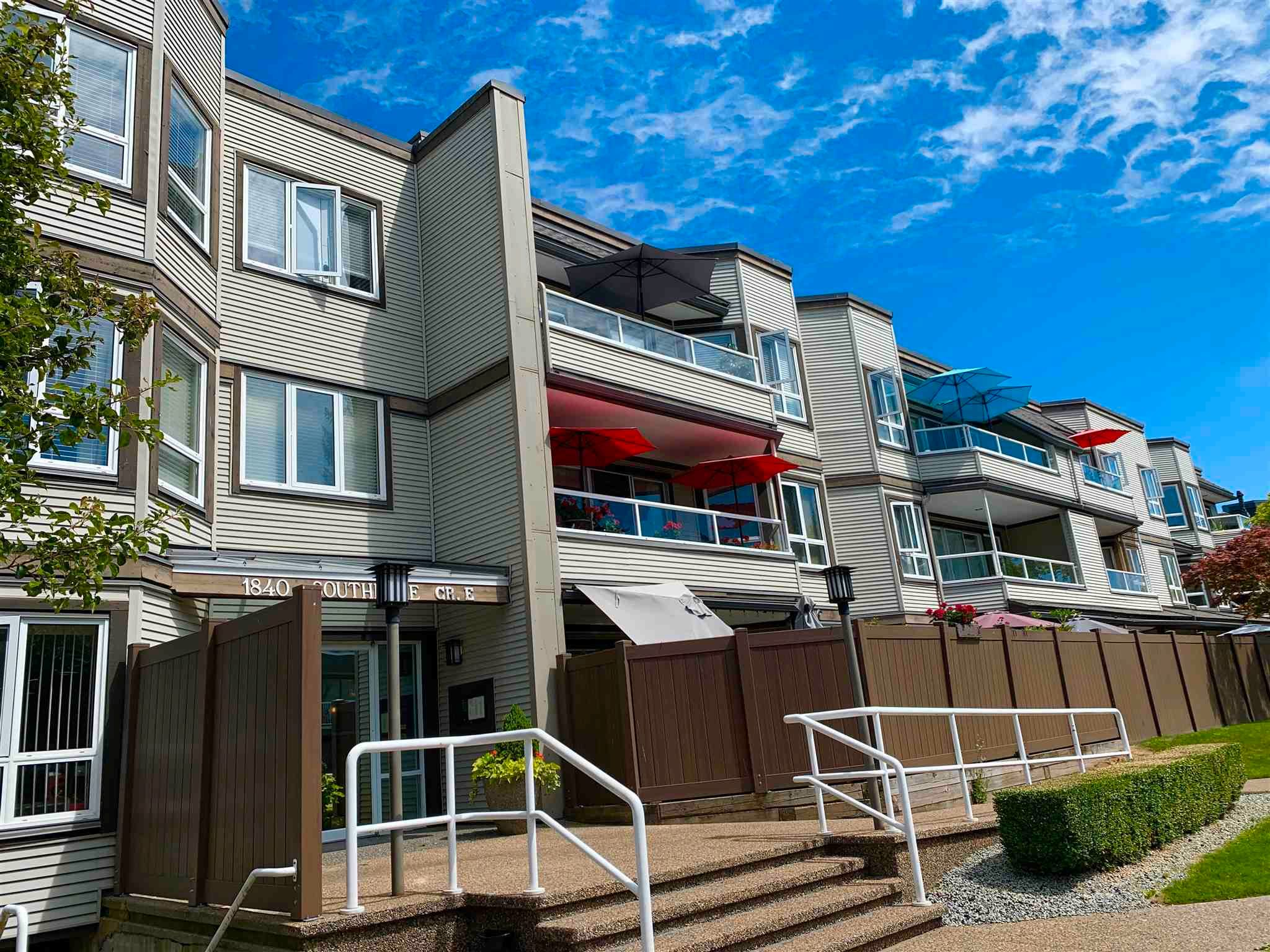 """Main Photo: 312 1840 E SOUTHMERE Crescent in Surrey: Sunnyside Park Surrey Condo for sale in """"Southmere Mews West"""" (South Surrey White Rock)  : MLS®# R2602062"""