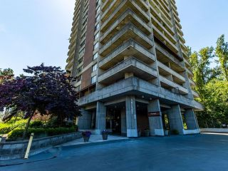 """Photo 4: 1701 3737 BARTLETT Court in Burnaby: Sullivan Heights Condo for sale in """"Timberlea- Tower A """"The Maple"""""""" (Burnaby North)  : MLS®# R2597134"""