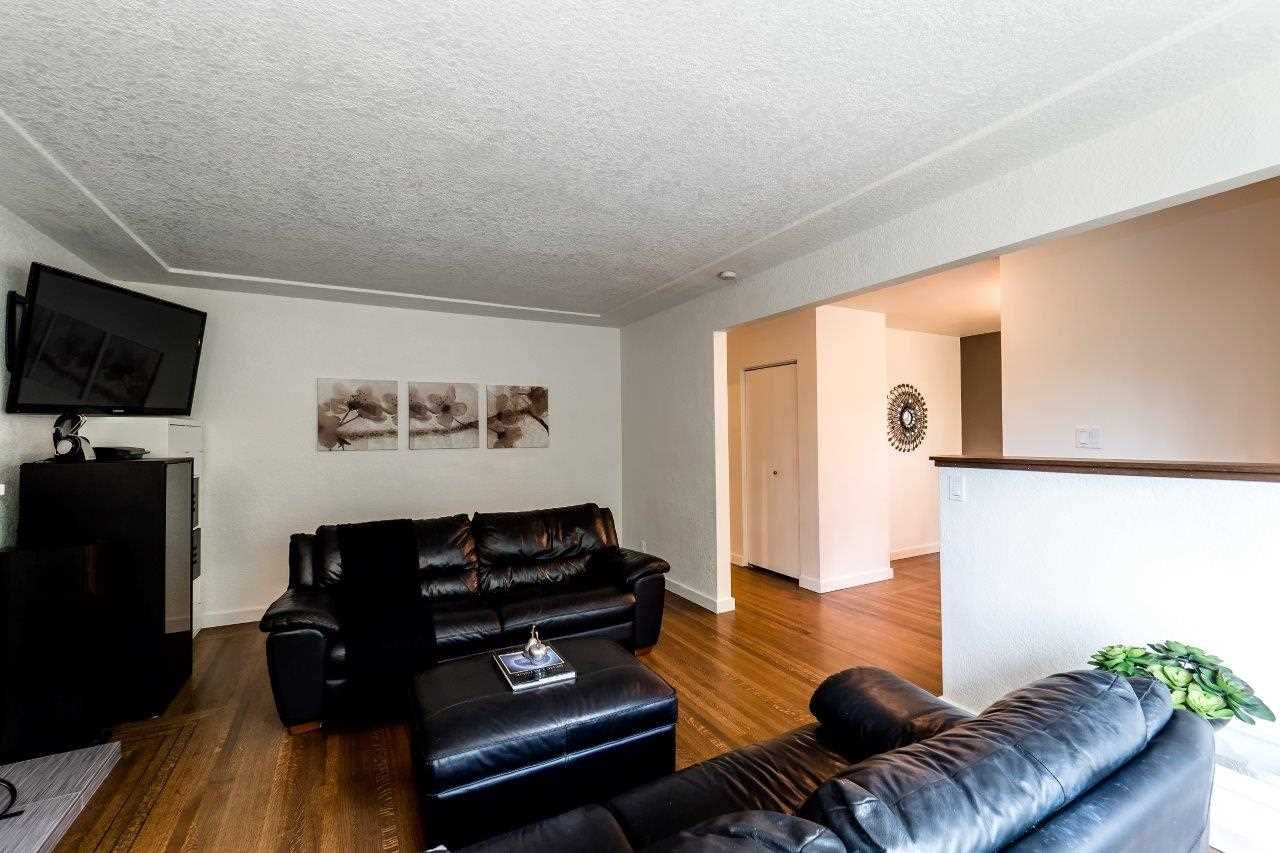 Photo 4: Photos: 1002 CLEMENTS Avenue in North Vancouver: Canyon Heights NV House for sale : MLS®# R2078694