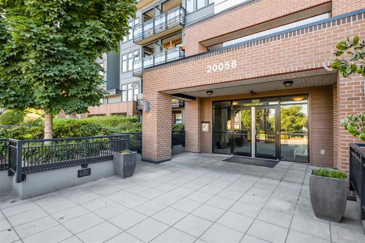 "Main Photo: 204 20058 FRASER Highway in Langley: Langley City Condo for sale in ""VARSITY"" : MLS®# R2495290"