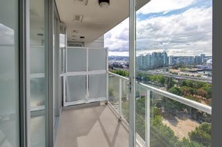 """Photo 3: 2201 550 TAYLOR Street in Vancouver: Downtown VW Condo for sale in """"Taylor"""" (Vancouver West)  : MLS®# R2608847"""