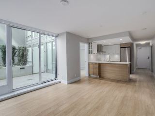 """Photo 2: 221 1783 MANITOBA Street in Vancouver: False Creek Condo for sale in """"Residences at West"""" (Vancouver West)  : MLS®# R2055907"""