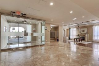 Photo 2: 102 1 Maison Parc Court in Vaughan: Lakeview Estates Condo for sale : MLS®# N5241995