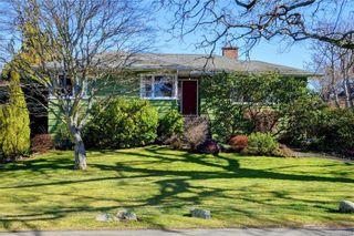 Photo 1: 877 Byng St in : OB South Oak Bay House for sale (Oak Bay)  : MLS®# 807657